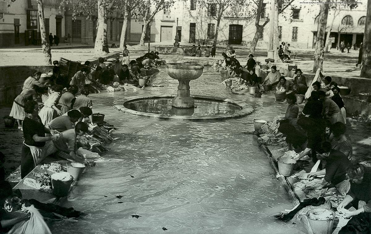 Antic llavador de la Plaça de la Bassa, Xàtiva 1930. Arxiu fotogràfic Impremta Papereria Marbau.
